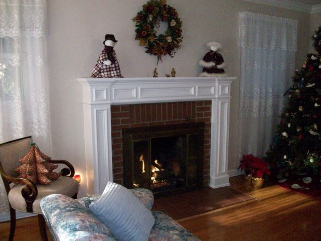 New Custom Fit White Mantel with Gas Logs